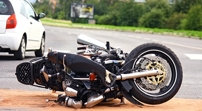 Destroyed motorcycle on the ground following an accident, the driver will need a Miami motorcycle accident lawyer